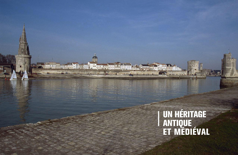 Beau livre Phares Monuments historiques des côtes de France Pages 12-13 Éditions du Patrimoine, centre des monuments nationaux
